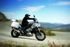 041_HONDA_CROSSTOURER_SIDE_DYN.JPG